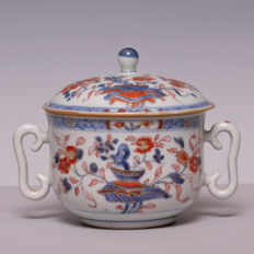 Imari tureen with lid - decoration of flowers - China - 18th century (Kangxi/Yongzheng period)