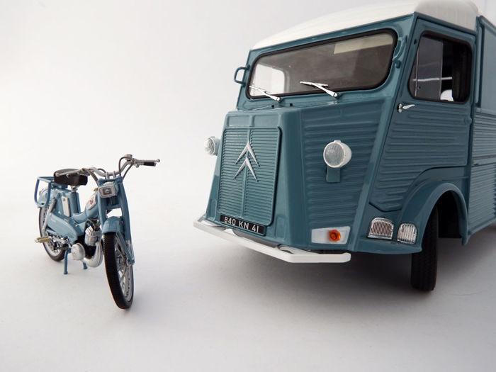 Solido / Norev - Scale 1/18 - Lot with 2 models: Citroën Type HY 1969 van and Motobecane AV65 1961 motorcycle
