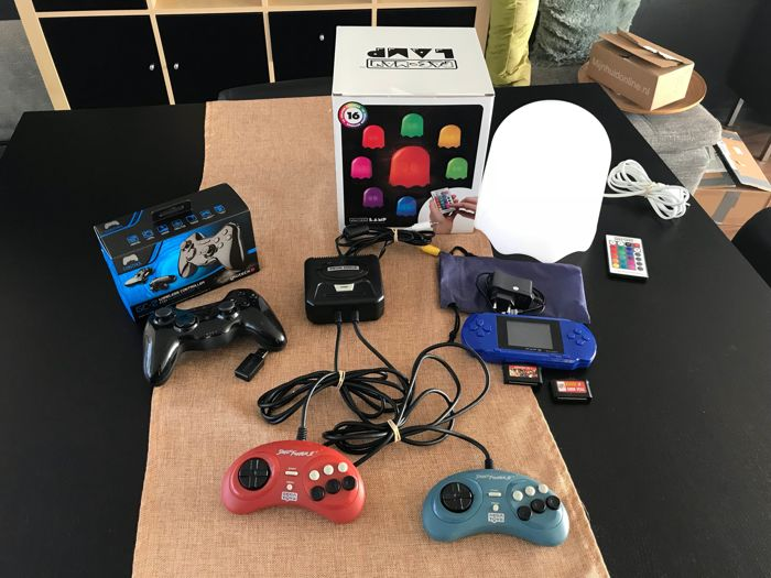 pacman ghost lamp ps3 wireless controller plug and play streetfighter 2 game and portable. Black Bedroom Furniture Sets. Home Design Ideas