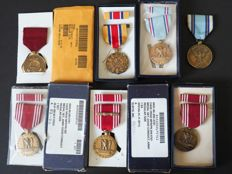 U.S. army medals - good conduct, very diverse - in original box, with name, various parts