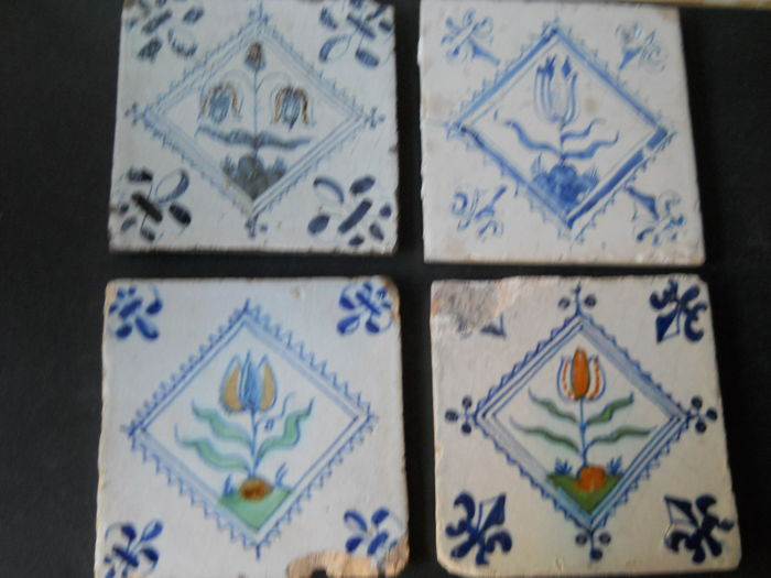 Lot  with 4 square antique tiles
