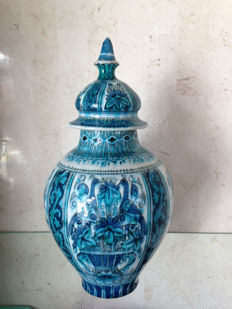Royal Delft - type Iznik covered vase