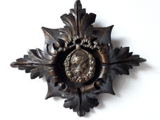 Antique bronze medallion with carved wooden frame - 19th century