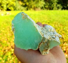 Precious aqua-green Chrysoprase - 103 x 65 x 50 mm - 266 gm