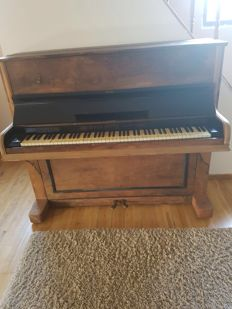Antique buffer piano, looks nice