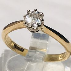 Gold ring (18 kt) with solitaire diamond of 0.40 ct Size 16