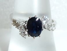 Ring made of 14kt / 585 white gold with 1 natural sapphire of 1ct _ 0.38ct. Diamonds / brilliant cut, ring size 55 / 17.5 adjustable