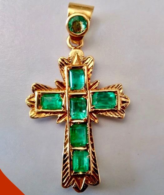 3.53 g heavy 18 kt yellow gold pendant - cross - with 7 x emerald (2.60 ct)  21 x 32 mm - 3.45 g