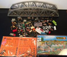 Preiser/Wiking/Fleischmann/Premier and others N - Scenery 12 cars and trucks, 40 figures and animals, 125 pieces loose scenery, 2 signals, Faller greenhouses and a large two-track bridge