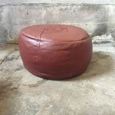 Manufacturer unknown - vintage red/brown pouf