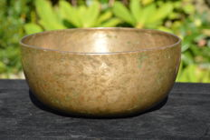 Hand-hammered singing bowl, 23.5 cm - Nepal - around 1900