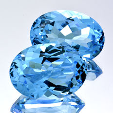 2 Swiss Blue Topazes - 31.62 ct (15.85 ct + 15.77 ct)