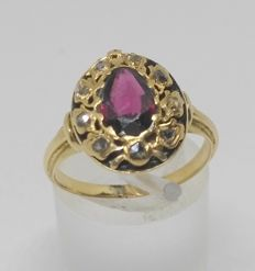 14 kt yellow gold ring with garnet