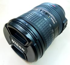 NIKON AF - S DX VR  Zoom NIKKOR 18 - 200mm  f: 3.5 - 5.6 G IF - ED objective