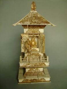 Ivory okimono. Prayer temple being climbed by a monkey - Japan - 1880-1900 (late Meiji)