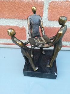 Statuette - The Circle of Friends