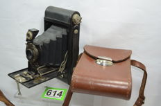 Beautiful Kodak Autographic No 2 Folding camera including bag