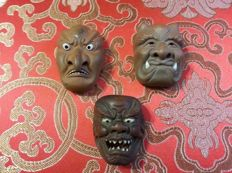 Set of  three ceramic netsuke masks, signed - Japan - Late 19th century/early 20th century
