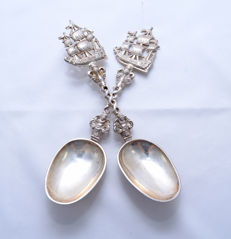 Pair of silver serving spoons with battleships, the Netherlands, importer Alfred Lewis, England, London, 1903