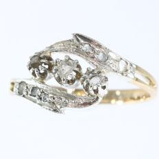 Late Victorian diamond ring - circa 1890