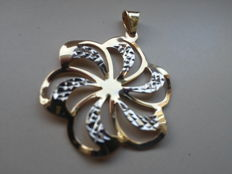 Beautiful 14 kt gold pendant.