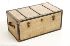 Us army chest used in 1946 as part of the U.N.R.A.A.