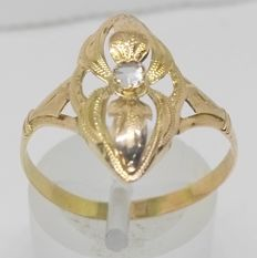 Cocktail ring in 14 kt yellow gold with sapphire