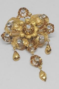 Antique brooch of 18 kt yellow gold