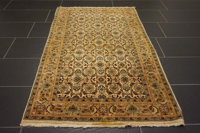 Fine, hand-knotted oriental carpet, Indo Bijar Herati with medallion, 90 x 160 cm, made in India