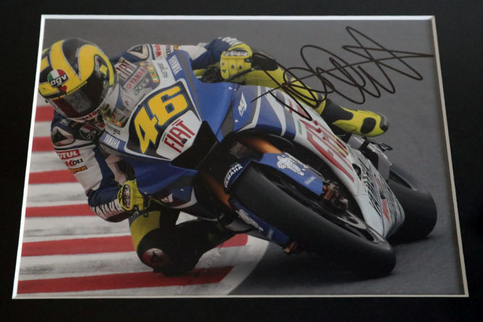 nice framed image personally signed by valentino rossi. Black Bedroom Furniture Sets. Home Design Ideas