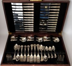 Case with 12 person English silver-plated cutlery in Kings Pattern, Sheffield, 20th century