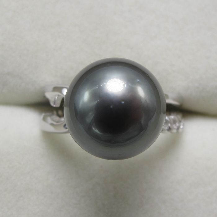 Tahiti Black Pearl Oorbellen. De diameter van de parel: 10.6 mm.