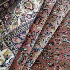 Sarough - 407 x 292 cm - ´Oversized Oriental rug in antique pink - In mint condition´ - With certificate
