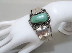 Native American Navajo Turquoise Sterling Silver Cuff Bracelet