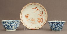 Lobed Kangxi bowls and a dish with a decoration of fish-eating birds - China - Kangxi period (1662–1722)