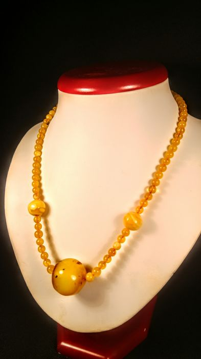 Vintage 100 % Genuine old Egg yolk colour Baltic Amber necklace, length 47 cm