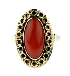 14 kt gold ring with red coral, beautiful completion - ring size 16