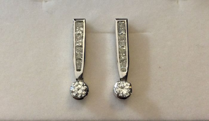 Earrings with princess cut diamonds totalling 2.30 ct