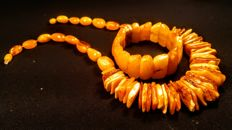 Vintage 100% genuine old egg yolk colour Baltic Amber necklace and bracelet, 96 gr.