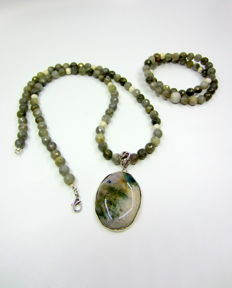Elegant set :necklace with pendant  and bracelet, Indian  agate and labradorite