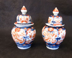 Two Imari lidded vases - Japan - 19th century