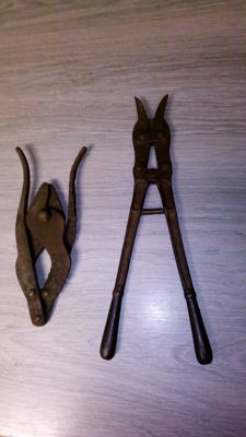 Lot of 2 English wire pliers.