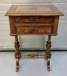 Higher model working table with two drawers.