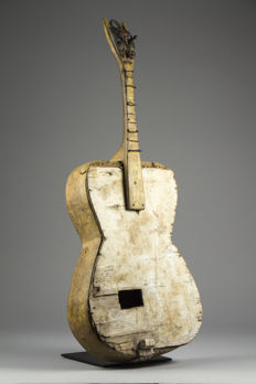 Ancient guitar - BAULE - Ivory Coast