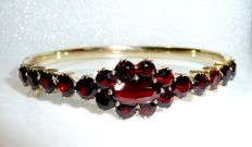 Large, round, garnet bangle with deep red, Bohemian garnets. Inner circumference approx. 19.5cm
