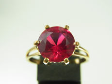 Ring with large approx. 3.3 ct synthetic ruby set in 585 gold!