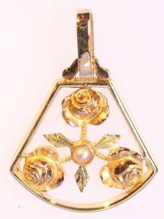 Antique tricolor gold roses pendant - **No reserve price**