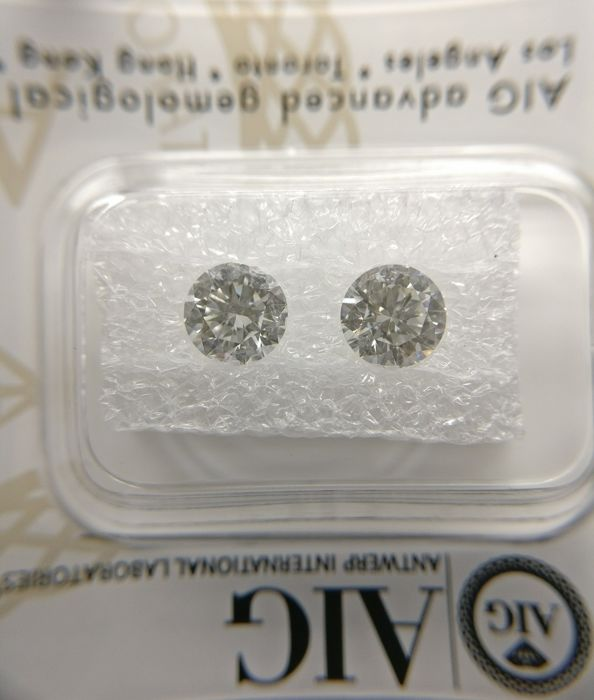 Couple of Round cut diamond total 1.26 ct  F VS1    No Reserve Price