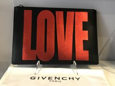 Givenchy – LOVE clutch