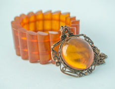 Baltic Amber set of necklace with pendant and bracelet, honey butterscotch egg yolk colour, weight: 77 gram